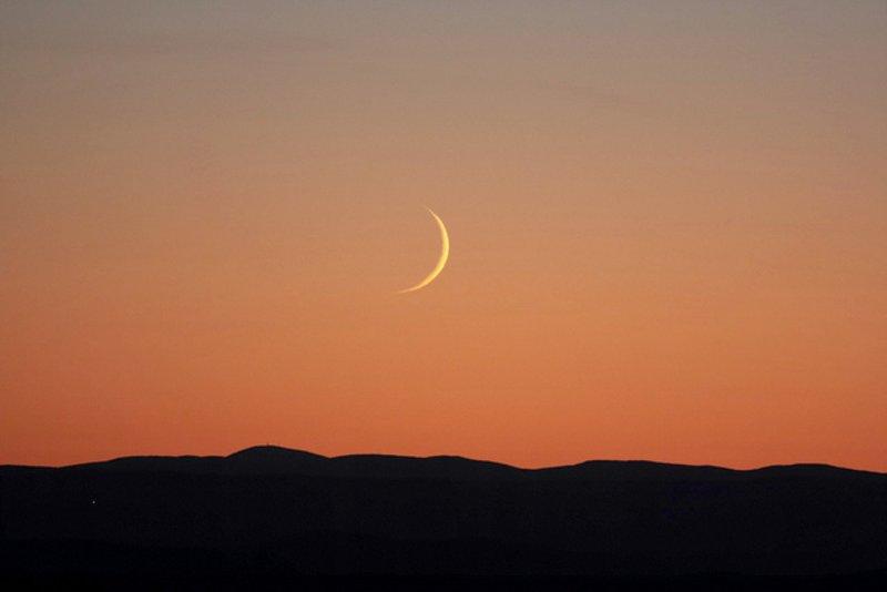 الإعلان رسميا عن رؤية هلال رمضان في هذه الدول العربية متابعات